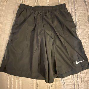 Nike Running 7 Challenger Shorts In Black